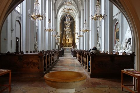 augustiner-kircheの入口からの眺め