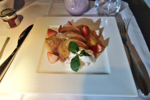 qatarairwaysイチゴと桃のクレープ
