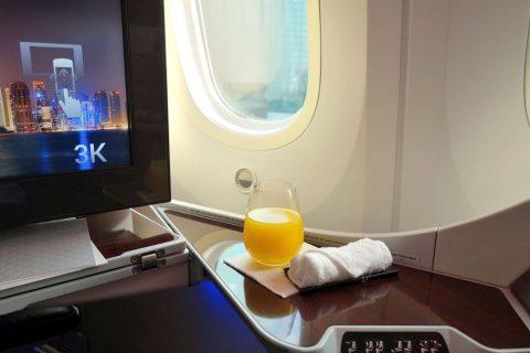qatarairways-787-8-businessclassウェルカムドリンク