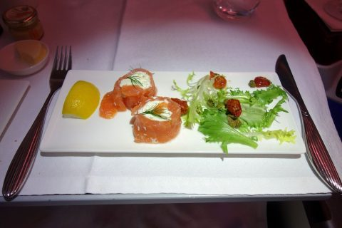 カタール航空Smoked-salmon-and-cream-cheese-roulade