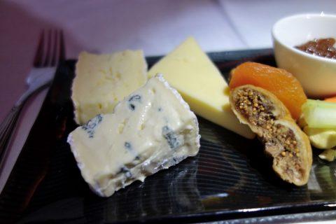 カタール航空ビジネスクラスのチーズプレート
