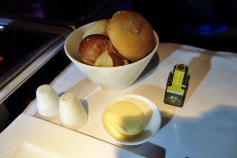 カタール航空ビジネスクラスB777ー200洋食