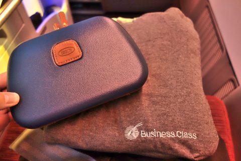 カタール航空b777-200ビジネスクラスのアメニティとパジャマ