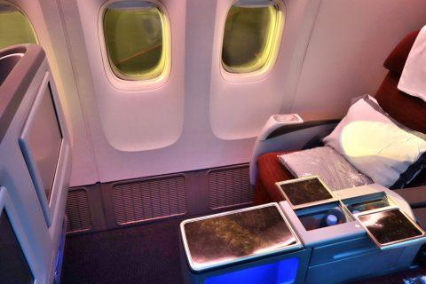 カタール航空b777-200ビジネスクラスのシートピッチ