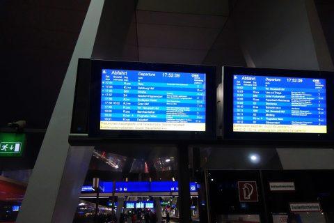 ウィーン中央駅電光掲示板