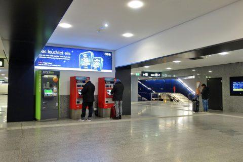 ウィーン国際空港の券売機