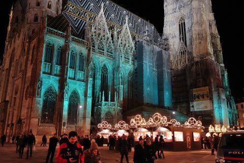 vienna-christmas-marketとシュテファン大聖堂のライトアップ