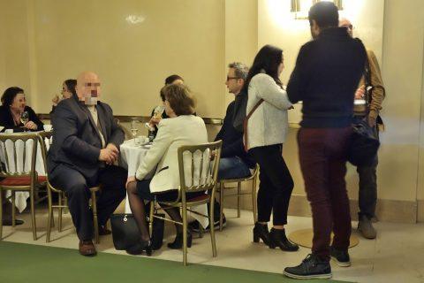 ウィーン国立オペラ座Barのテーブル席