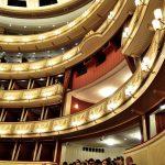 オペラ鑑賞記《ウィーン国立オペラ座》美しいホワイエと日本語への対応