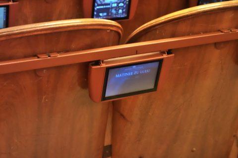 ウィーン国立オペラ座のモニター