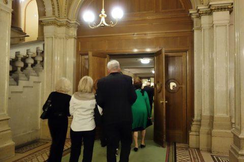 ウィーン国立オペラ座1階席入口