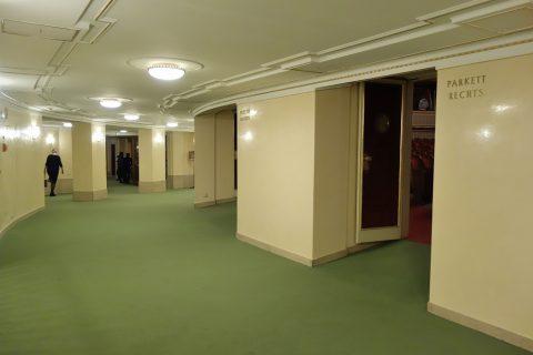 ウィーン国立オペラ座の客席入口