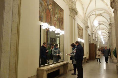 ウィーン国立オペラ座クロークの鏡