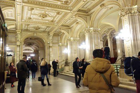 ウィーン国立オペラ座エントランス