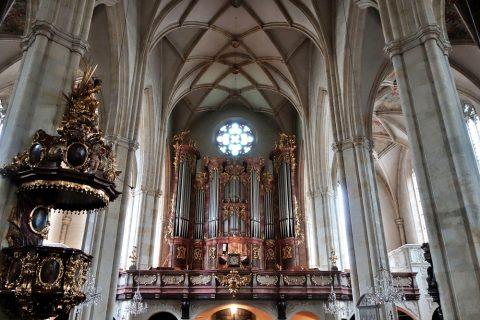 グラーツ大聖堂の大きなパイプオルガン