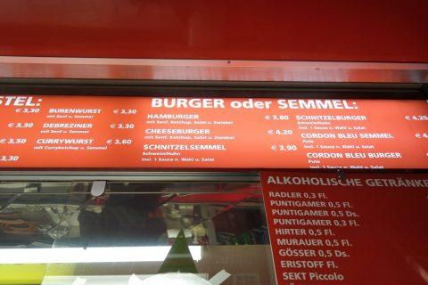 グラーツ中央広場でハンバーガー