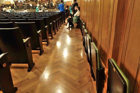 グラーツ楽友協会の壁際の補助席