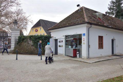 Schloss-Eggenberg受付