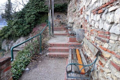 Schlossberg-grazのベンチ