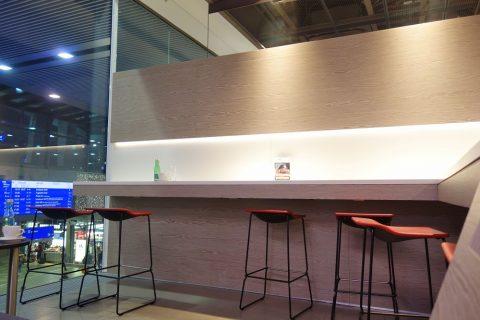 カウンター席/ウィーン中央駅OBBラウンジ