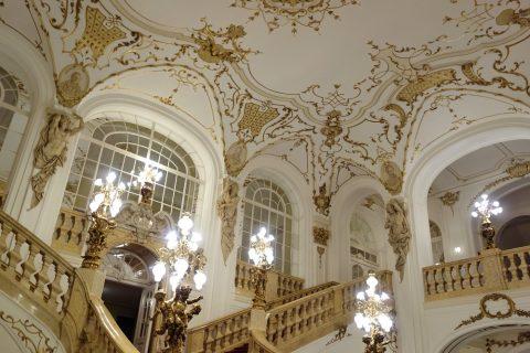 グラーツ歌劇場の吹き抜けのエントランス