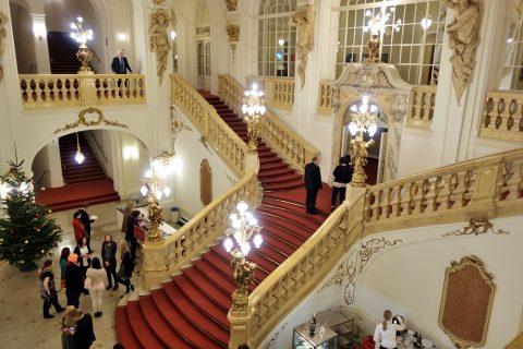 グラーツ歌劇場のロビーと大階段