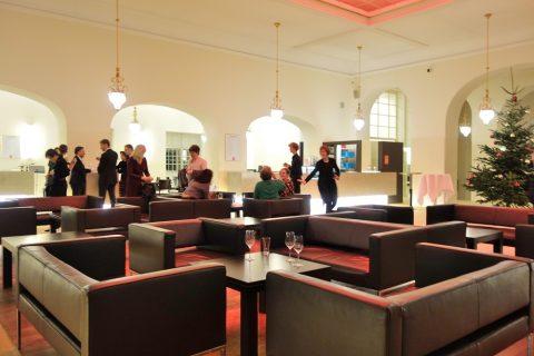 グラーツ歌劇場4階のホワイエとカフェ