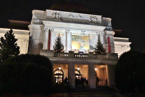 グラーツ歌劇場の夜のライトアップ
