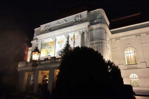 グラーツ歌劇場のライトアップ