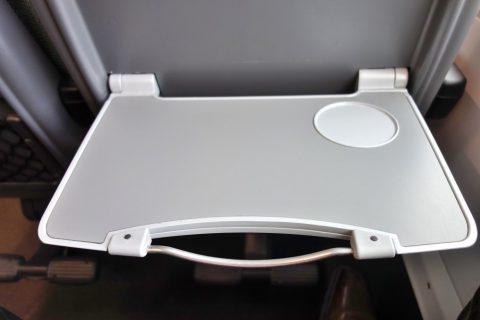 railjetの2等車のテーブル