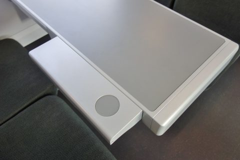 railjetお見合い席のテーブル