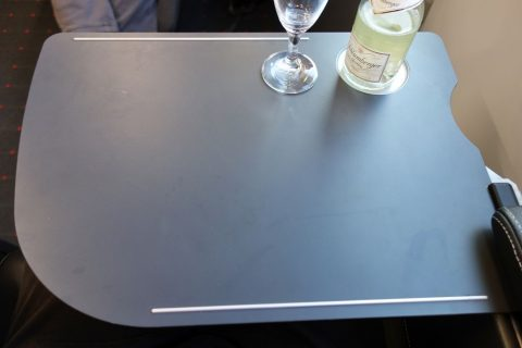 テーブル/レイルジェットビジネスクラス
