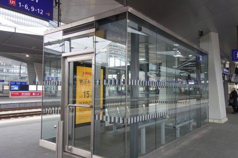 ウィーン中央駅の待合室