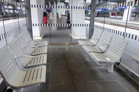wien-hbfのベンチ