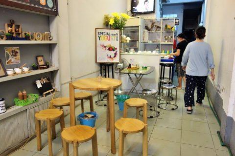 店内/Yogurt-bar-Banh-Mì-14