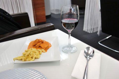 赤ワインとカレー/airlounge-wien