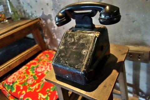 黒電話/cong-caphe-hanoi