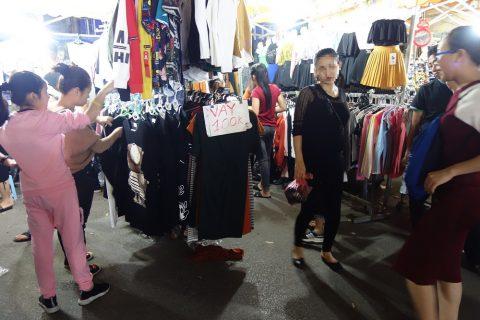 衣料品の価格/ハノイナイトマーケット