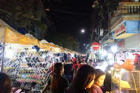 ドンスアン市場の衣料品マーケット