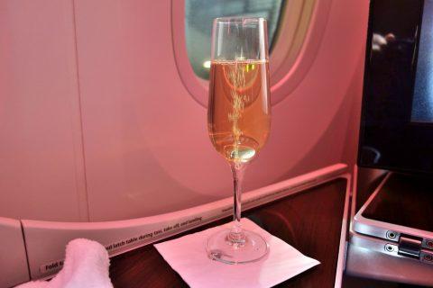 ウェルカムドリンクのシャンパン/カタール航空ビジネスクラス