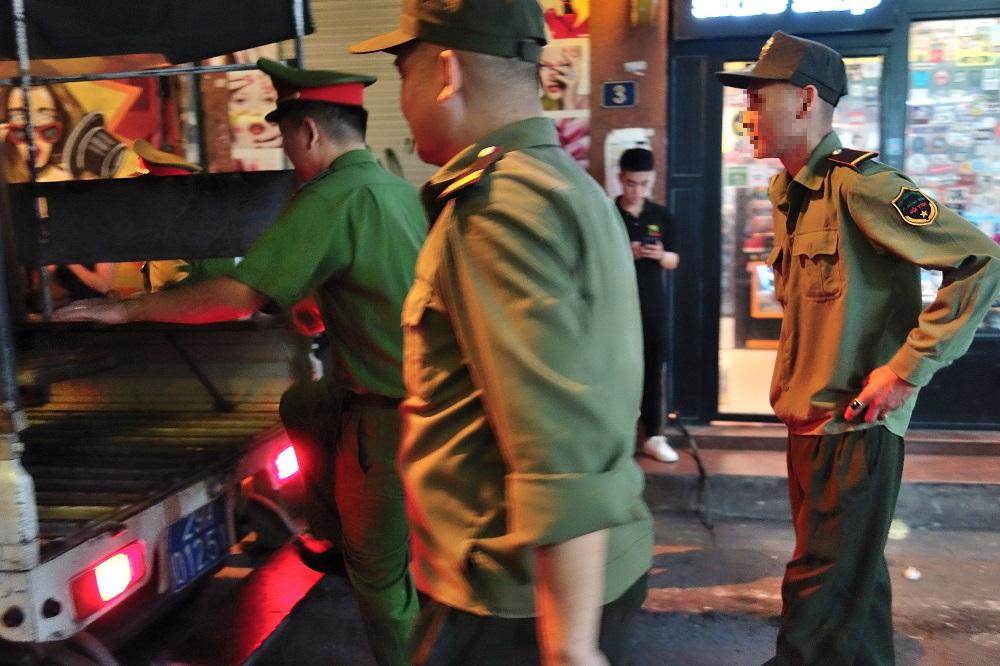 street-sales-vietnam-hanoi (14)