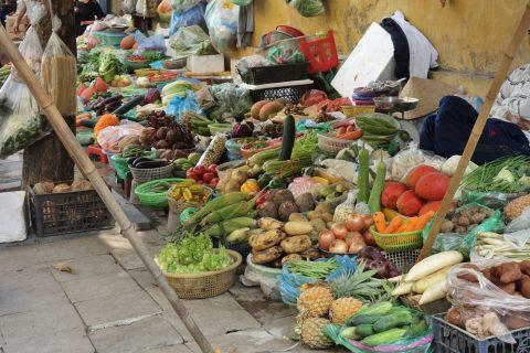 ハノイ旧市街の野菜売場
