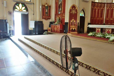 祭壇のステージ/ハイフォン大聖堂