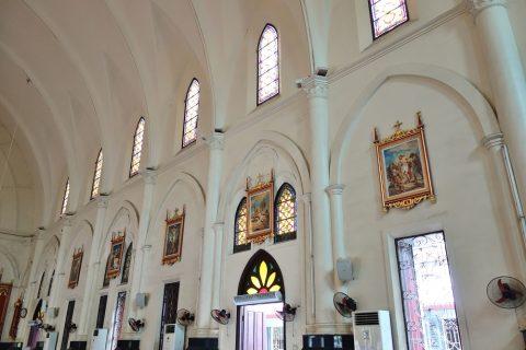 絵画とステンドグラス/ハイフォン大聖堂