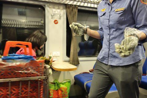 ベトナム鉄道のワゴン販売
