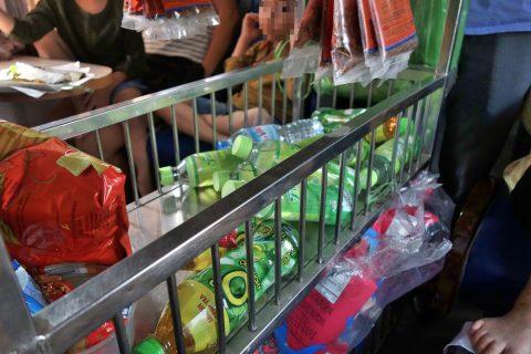 ドリンクのワゴン販売/ベトナム鉄道
