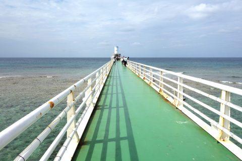 海中展望塔への桟橋