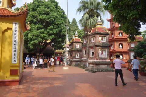 鎖国寺の中庭