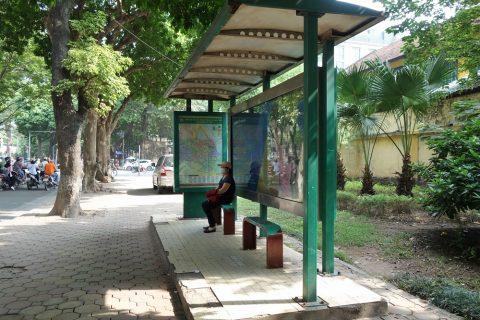 ハノイのバス停