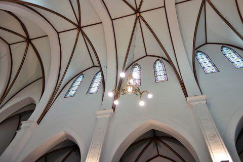 ハノイ大教会の天井のアーチ